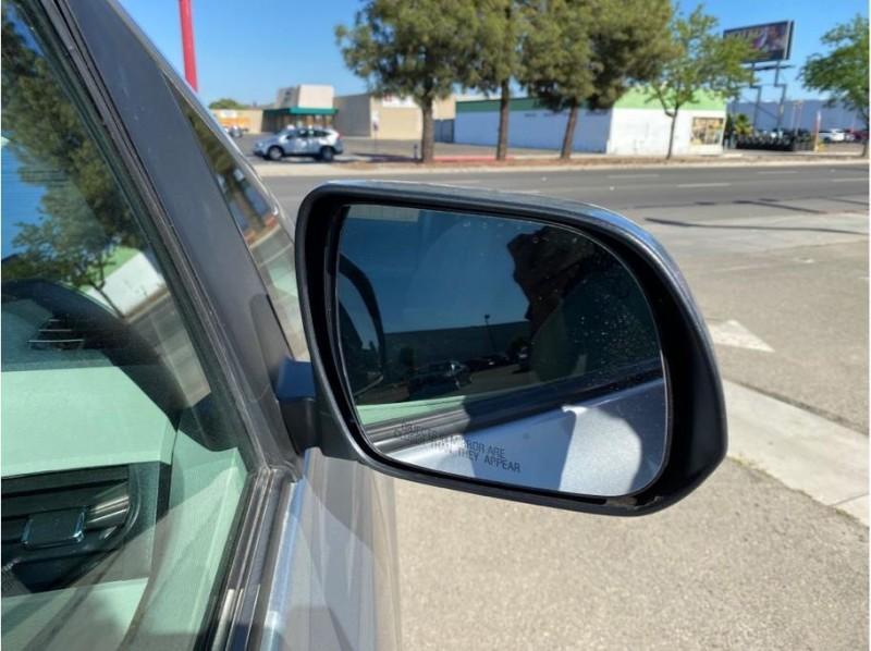 Toyota Sienna 2014 price $17,999