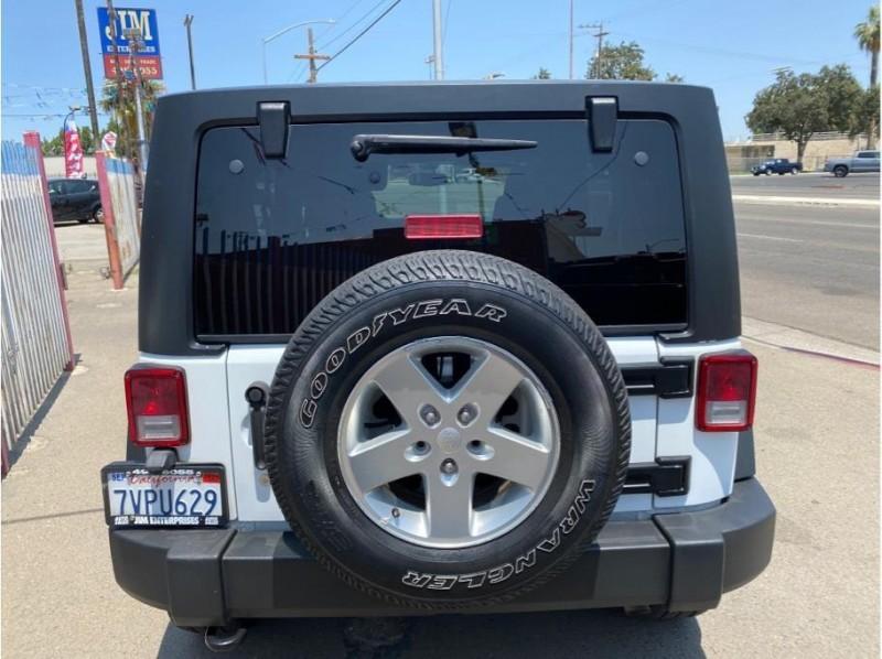 Jeep Wrangler Unlimited 2015 price $27,999
