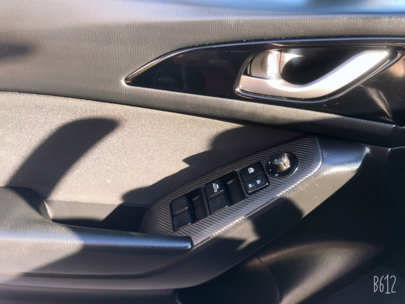Mazda Mazda3 2016 price $9,999