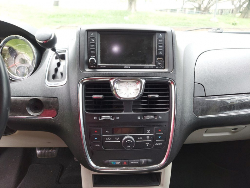 CHRYSLER TOWN & COUNTRY 2014 price $14,100