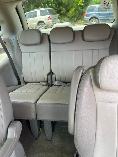 Chrysler Town & Country LWB 2007 price $5,995