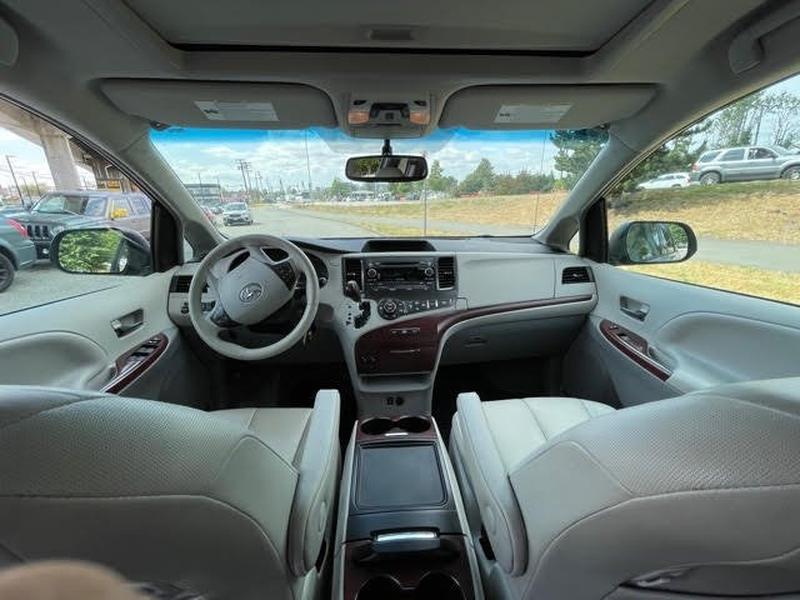 Toyota Sienna 2014 price $27,999