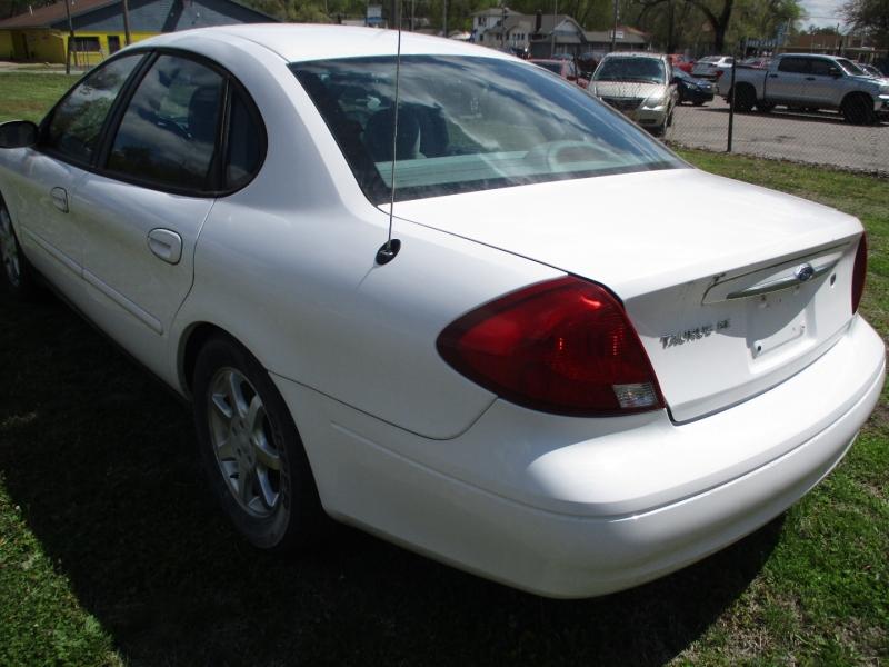 Ford Taurus 2000 price $2,895