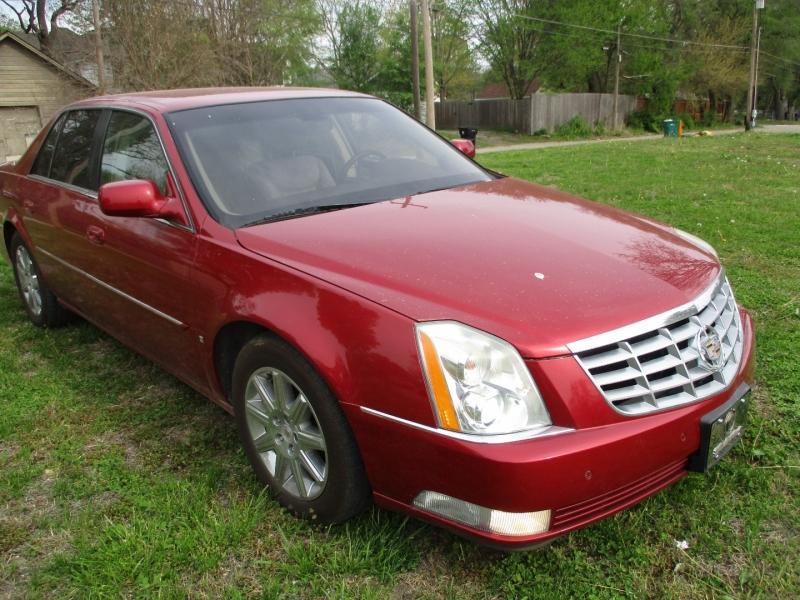 Cadillac DTS 2009 price $7,495