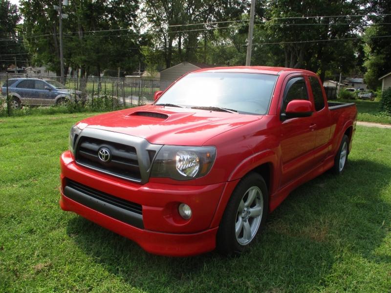 Toyota Tacoma 2005 price $10,495