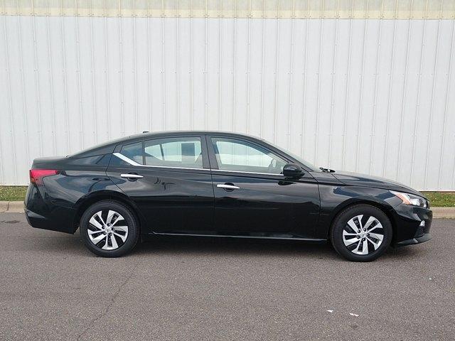 Nissan Altima 2020 price $23,900