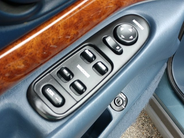 Buick LeSabre 2000 price $5,500