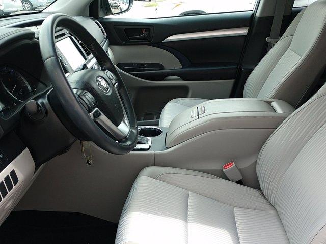 Toyota Highlander 2019 price $33,450