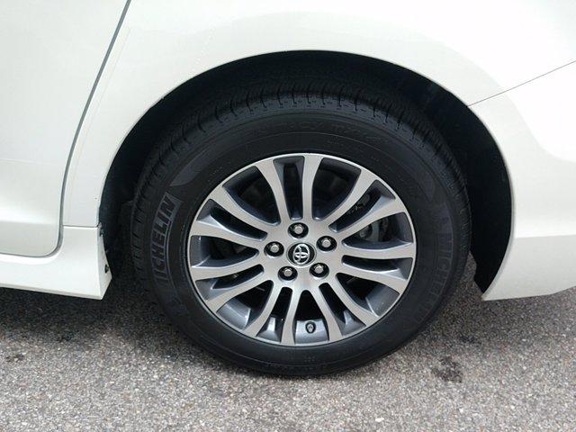 Toyota Sienna 2018 price $36,450
