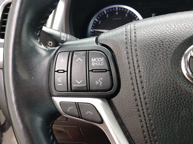 Toyota Highlander 2017 price $33,680