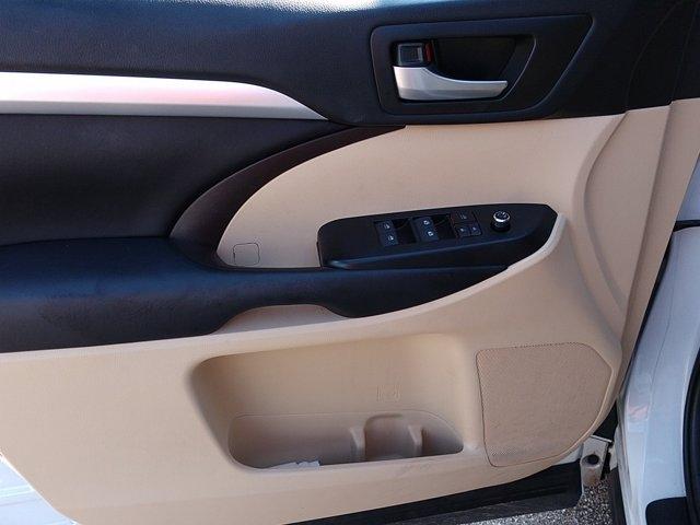 Toyota Highlander 2018 price $35,650