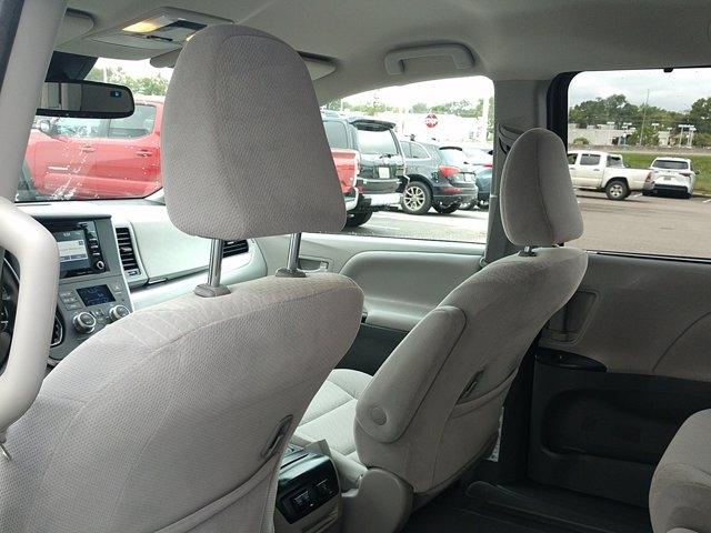 Toyota Sienna 2020 price $31,950