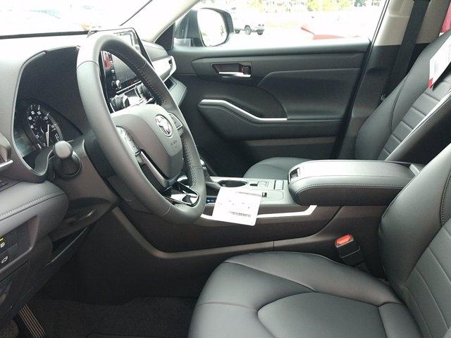 Toyota Highlander 2021 price $42,670