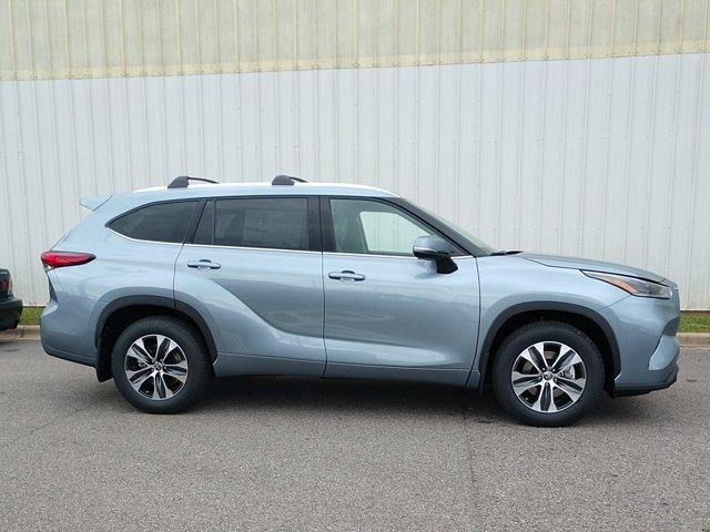 Toyota Highlander 2021 price $42,765