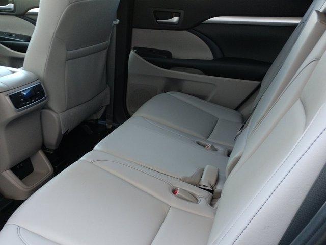 Toyota Highlander 2019 price $43,250