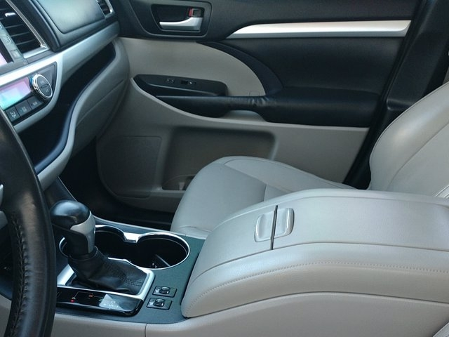 Toyota Highlander 2015 price $19,943