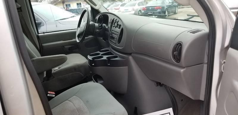 Ford E-Series Wagon 2006 price $8,995