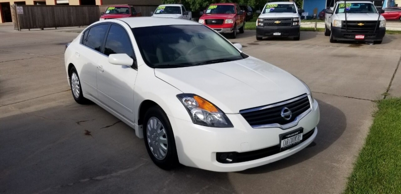 Nissan Altima 2009 price $9,995