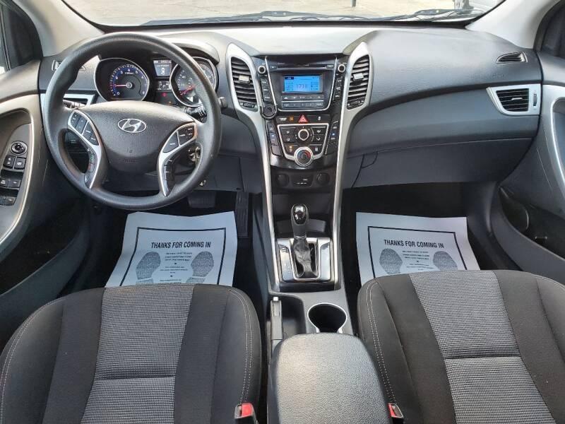 Hyundai Elantra GT 2017 price $12,500