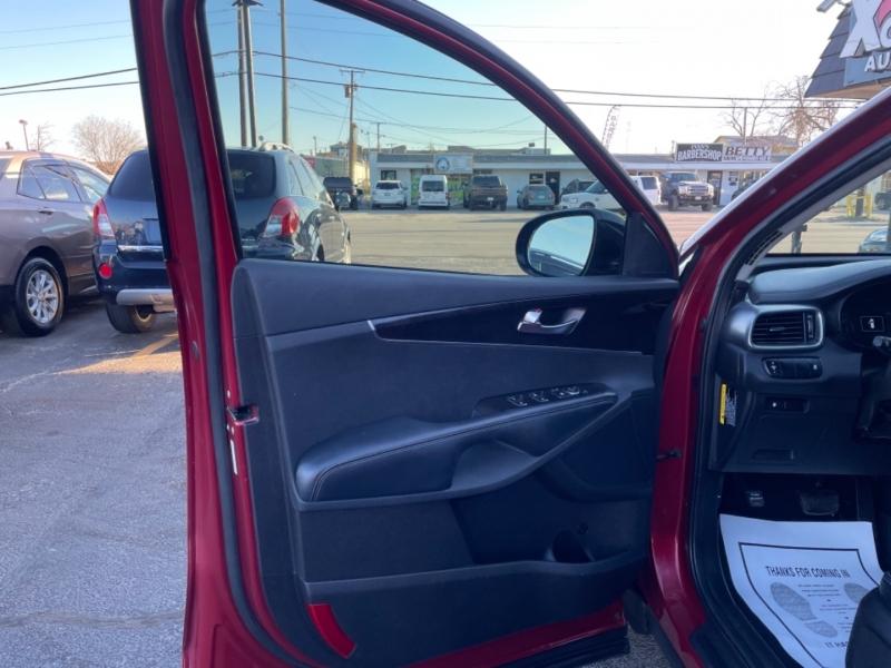 Kia Sorento 2016 price $16,499