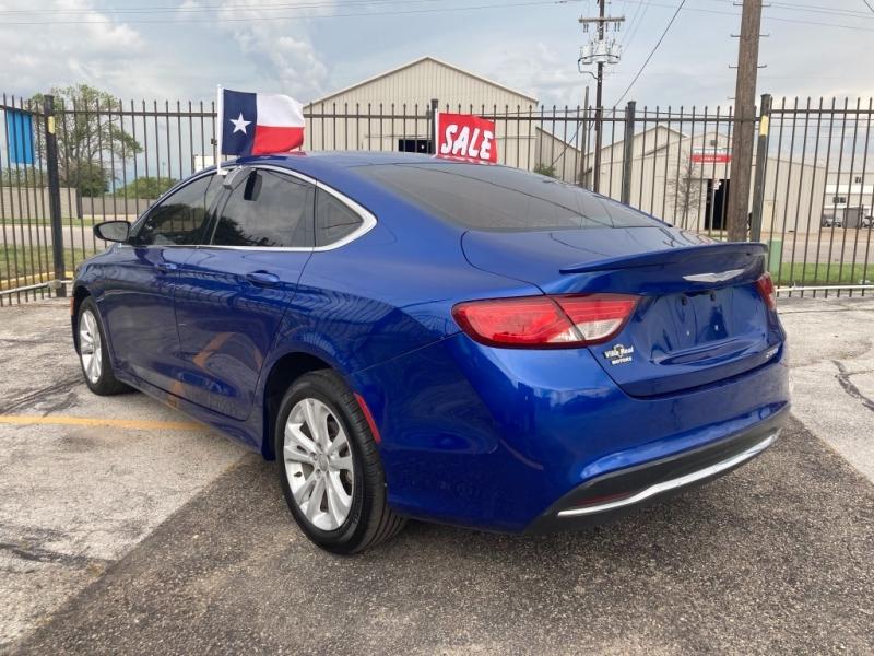 Chrysler 200 2015 price $1,700