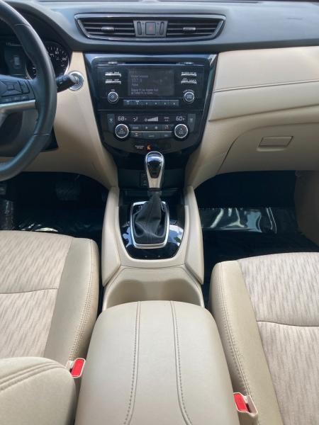 Nissan Rogue 2017 price $2,800