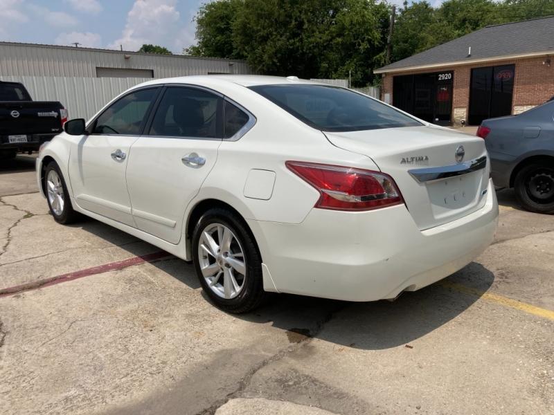 Nissan Altima 2013 price $1,700