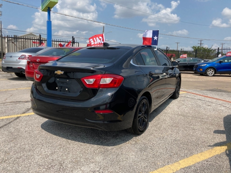 Chevrolet Cruze 2016 price $1,800