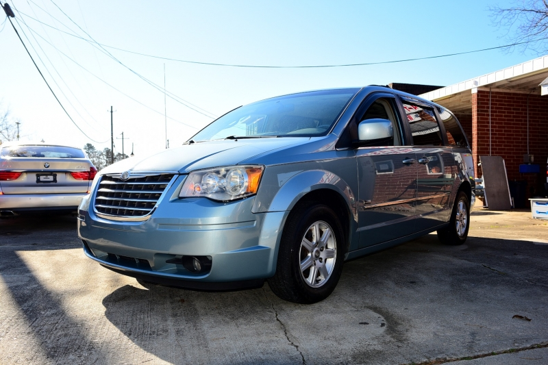 Chrysler Town & Country 2010 price $4,250