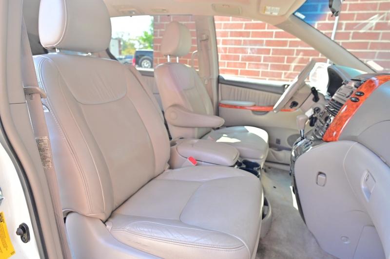 Toyota Sienna 2009 price $5,950