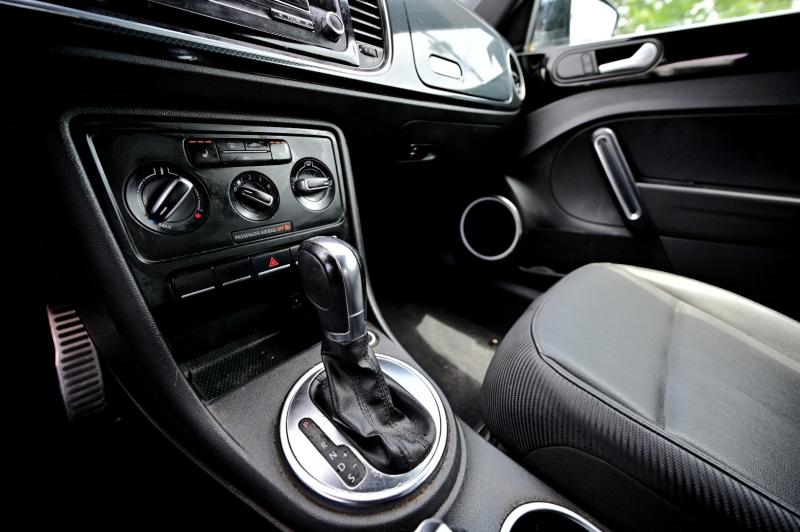 Volkswagen New Beetle Convertible 2013 price $12,950