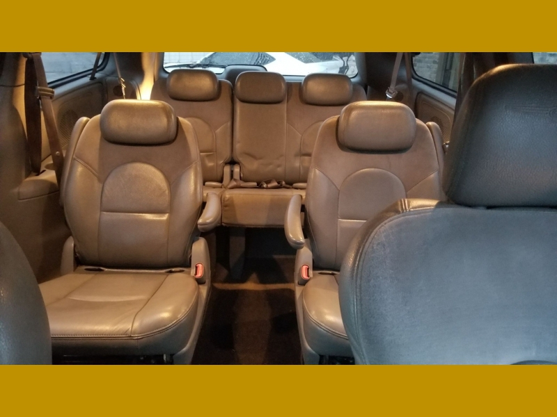 Chrysler Town & Country 2005 price $3,899