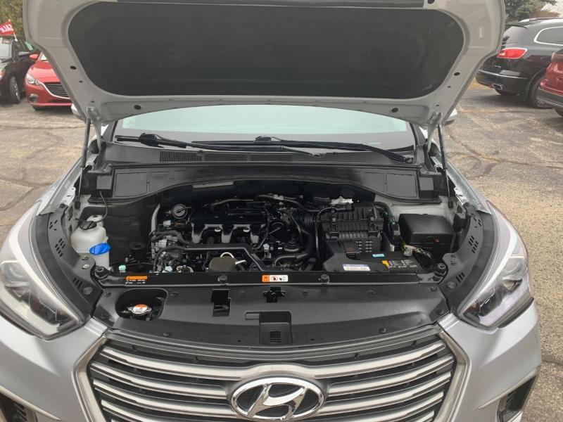 Hyundai Santa Fe 2017 price $15,499