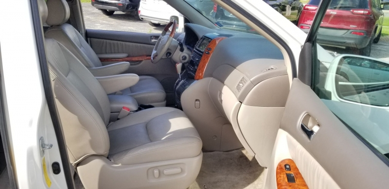Toyota Sienna 2006 price $7,900
