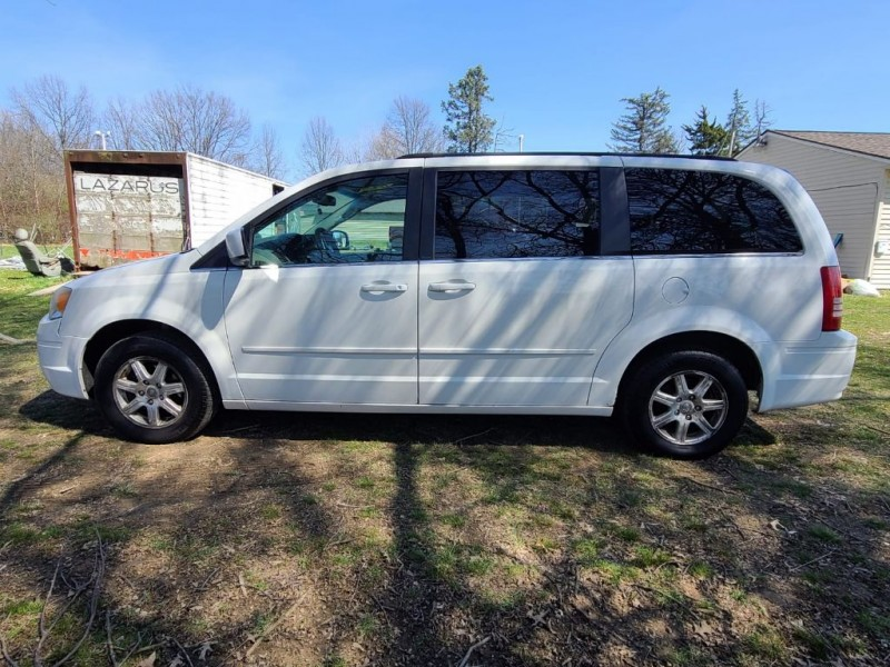 CHRYSLER TOWN & COUNTRY 2008 price $5,975