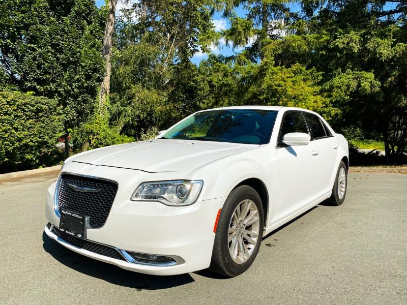 Chrysler 300-Series 2015 price $17,888