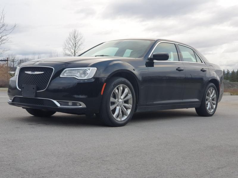 Chrysler 300 2017 price $27,988