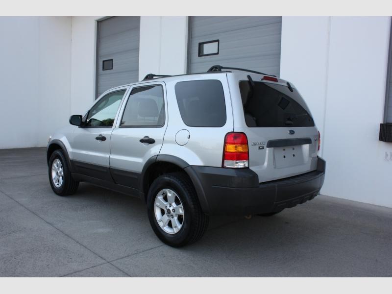 Ford Escape 2005 price $3,999