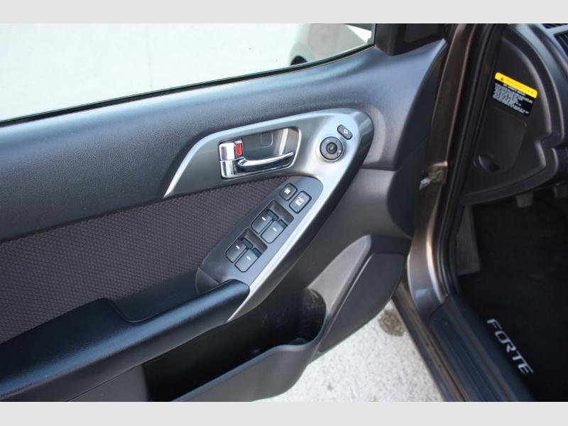 Kia Forte 5-Door 2013 price $5,999