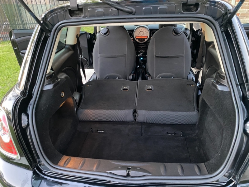 Mini Cooper Hardtop 2012 price $7,599