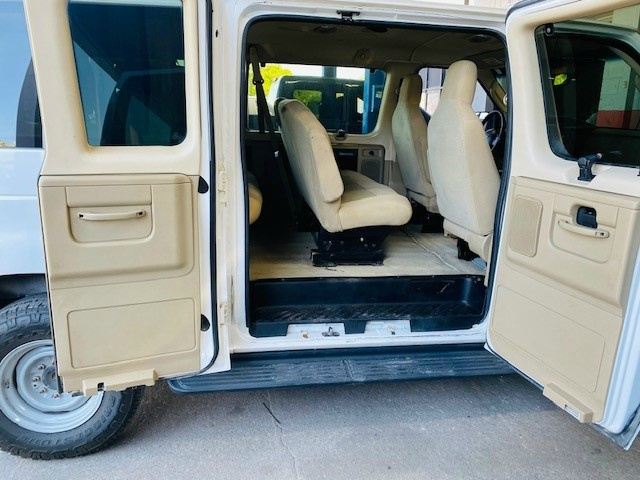 Ford Econoline Wagon 2013 price $6,950