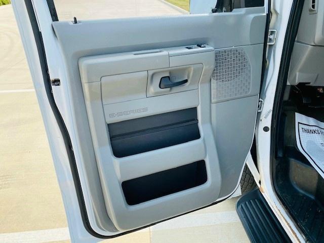 Ford Econoline Wagon 2014 price $8,995