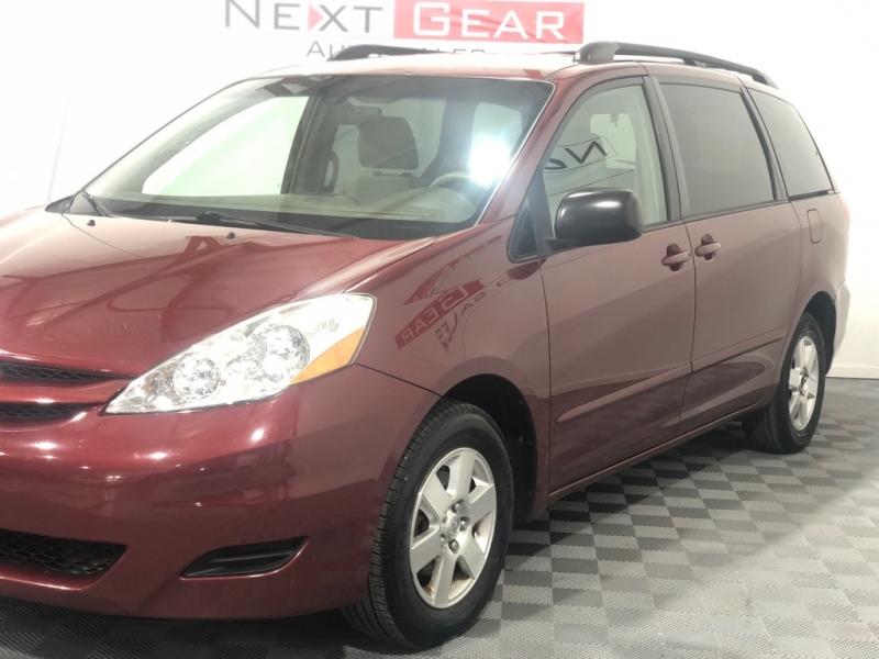 TOYOTA SIENNA 2009 price $5,700