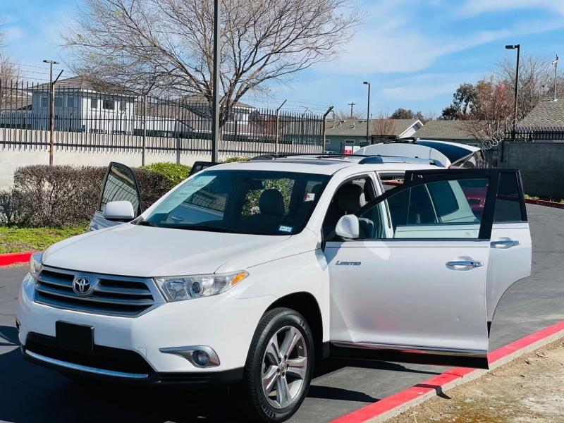 Toyota Highlander 2011 price $13,495