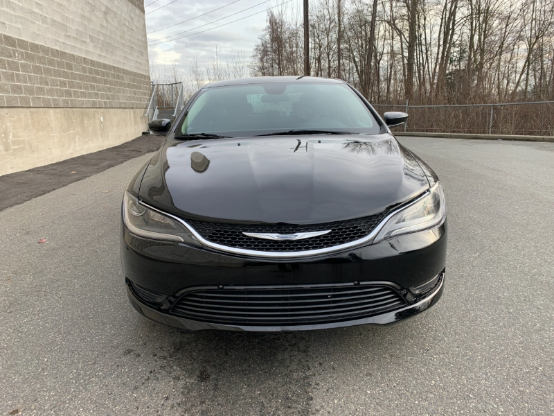 Chrysler 200 2016 price $8,980