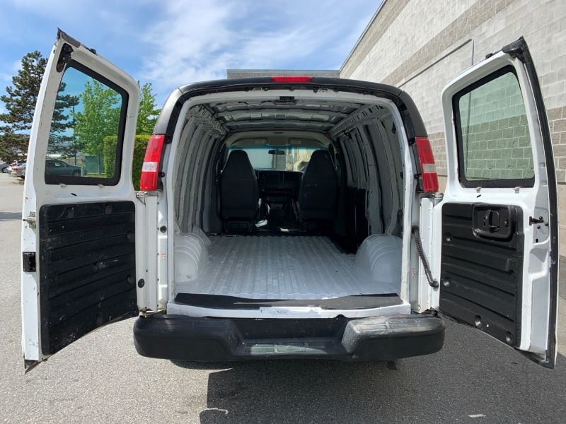 Chevrolet Express Cargo Van 2005 price $6,980