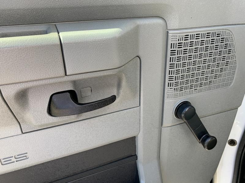 Ford E350 Cube Van 2015 price $18,500