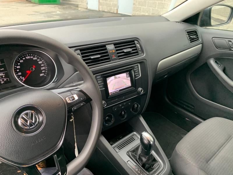 Volkswagen Jetta 2017 price $10,800