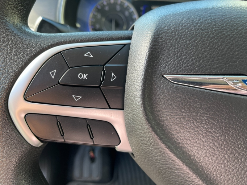 Chrysler 200 2015 price $8,980