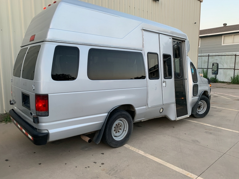 Ford E350 High Roof Wheelchair Accessible Van 2008 price $10,900